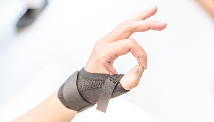 Hand som gör övningar för att öka rörelseförmågan